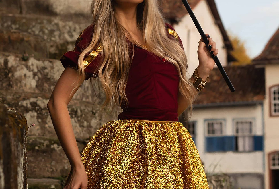 Fantasia Rainha - Super Luxo c/coroa e cedro