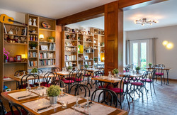 Salle de restaurant et Bibliothèque