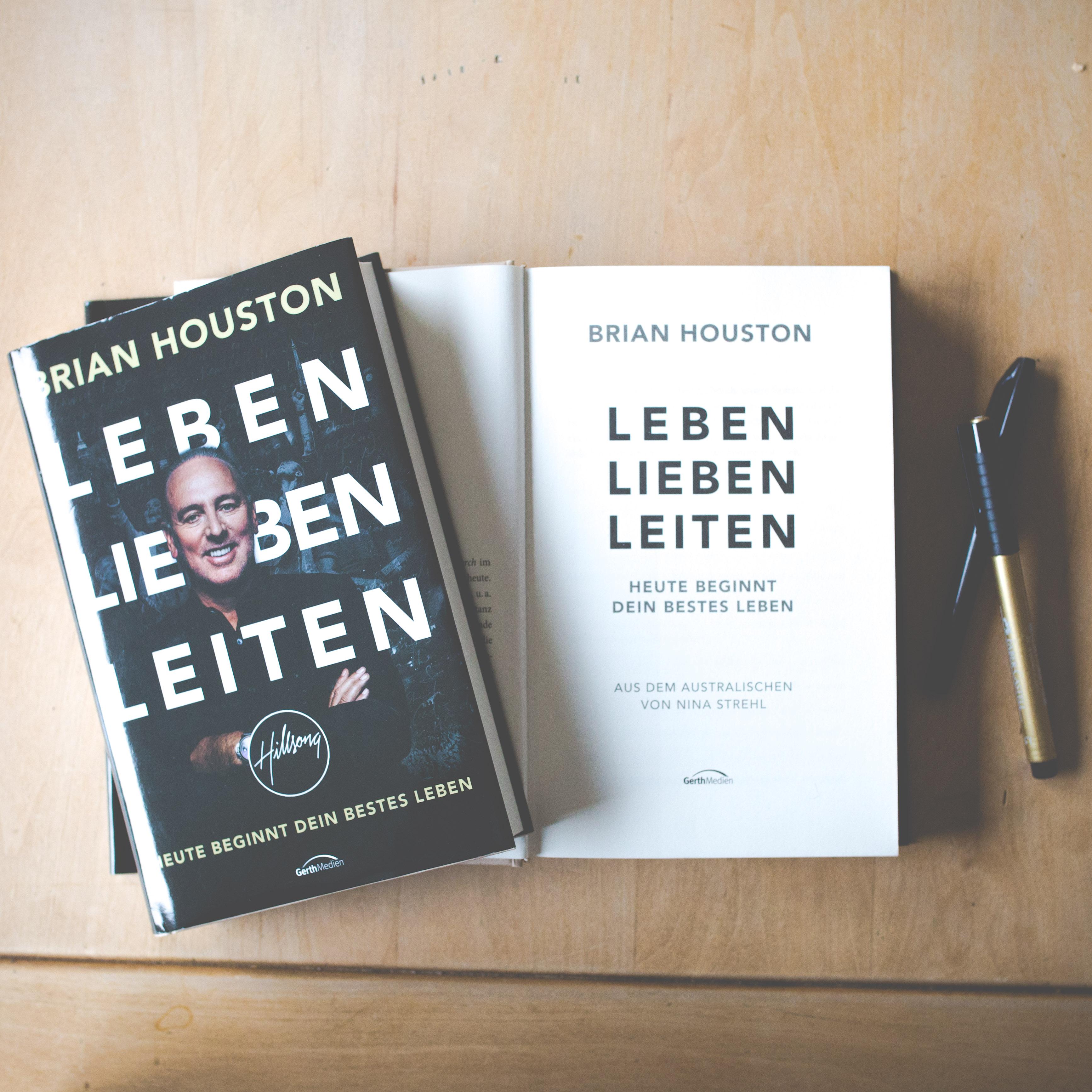 Übersetzung LEBEN LIEBEN LEITEN