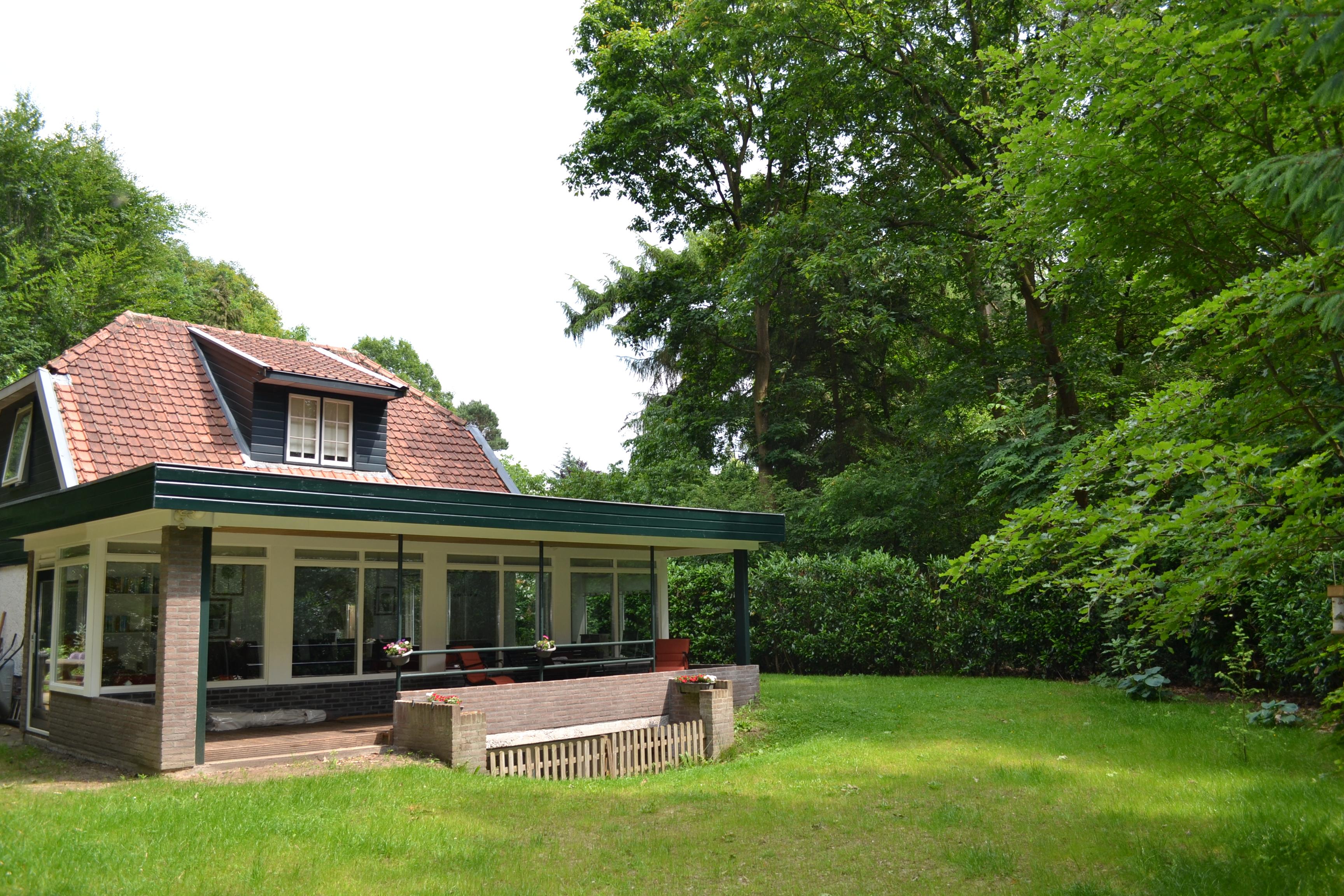 achterkant huis met tuin