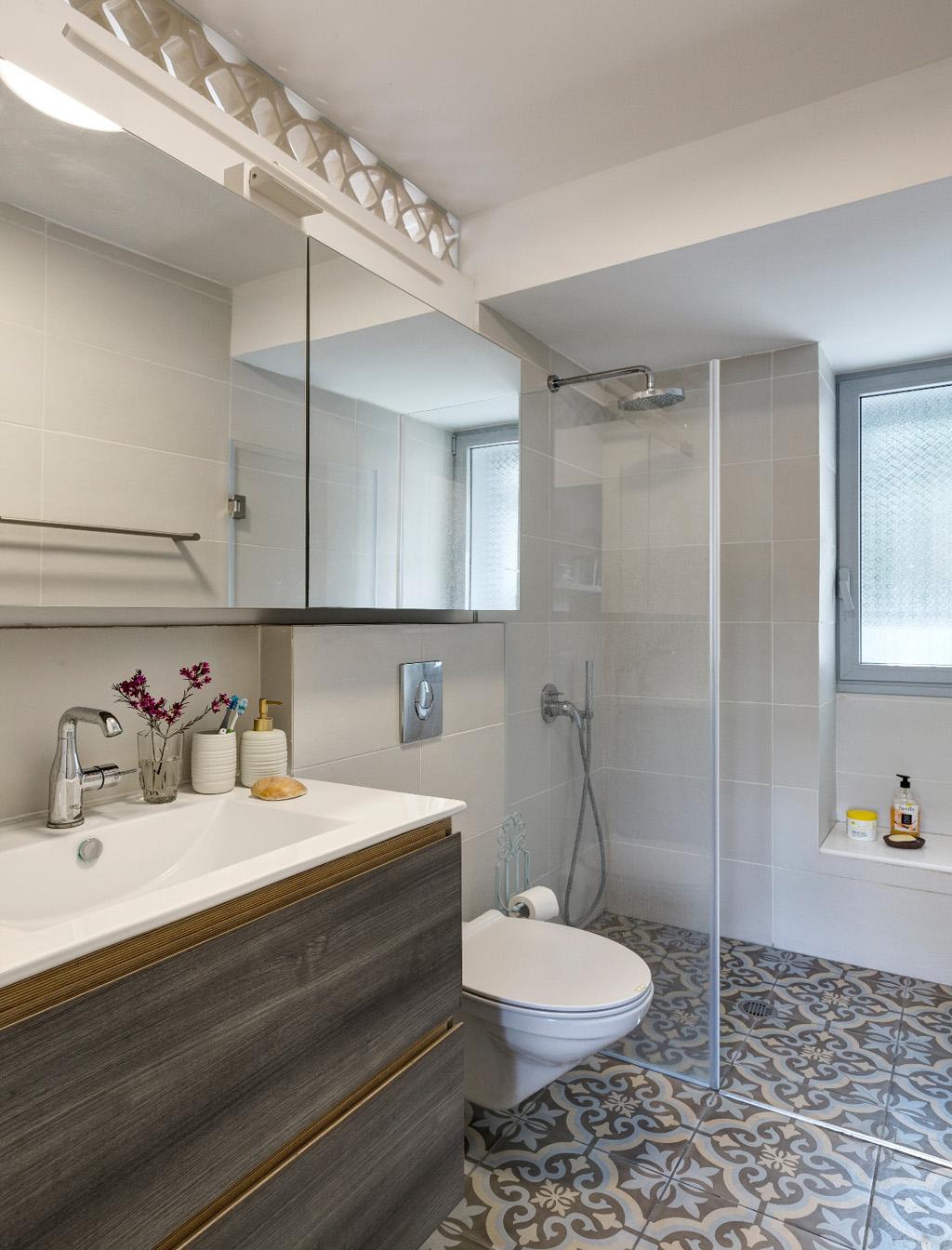 חדר רחצה מקלחת הורים