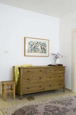 חדר שינה הורים שידה מעץ