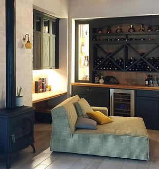 b1-פינת משפחה חדר יין קמין שולחן עבודה