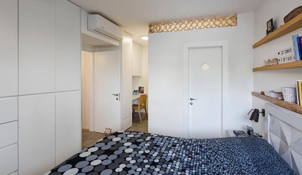 חדר שינה הורים ארון בגדים פינת עבודה