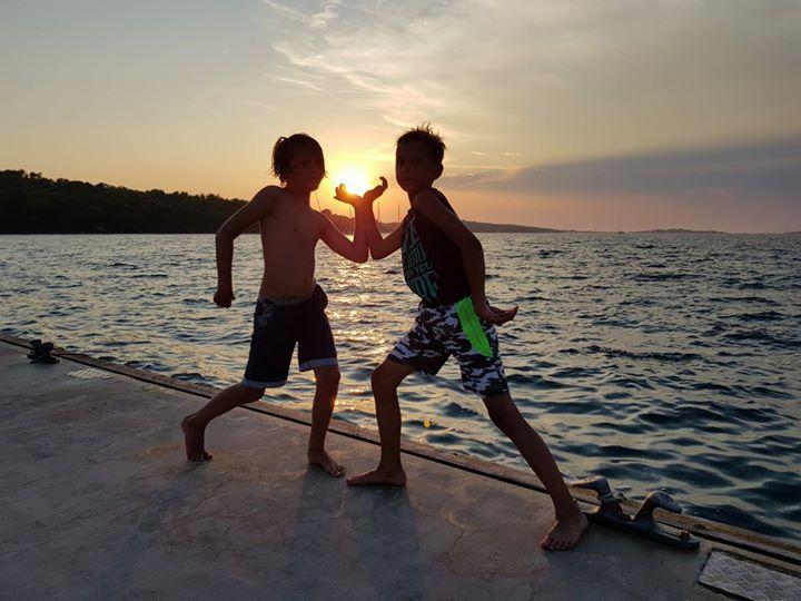 De zon vangen op de zeilreis! _#sailfrie