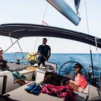 Sailfriends zeilen met schipper