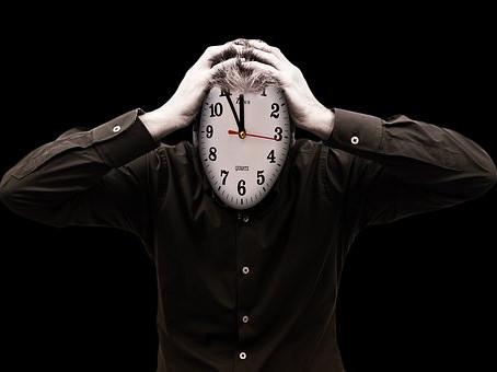 Kam se ztrácí čas? Vnitřní prázdnota a její příčiny.