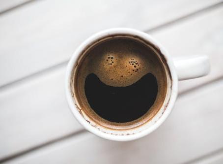 Jste vášniví kafaři? Kdy pro vás káva může být smrtelná, a kdy vám může naopak podpořit zdraví?