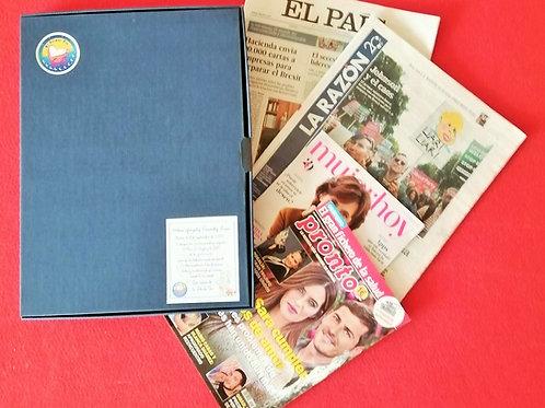 Caja con periódicos y revistas originales de su nacimiento