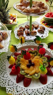 mesa de frutas para fiestas infantiles