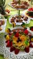 mesa de frutas para fiestas