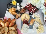 mesa de panes y quesos