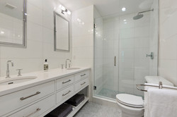 UNIT 1 - MASTER BATHROOM
