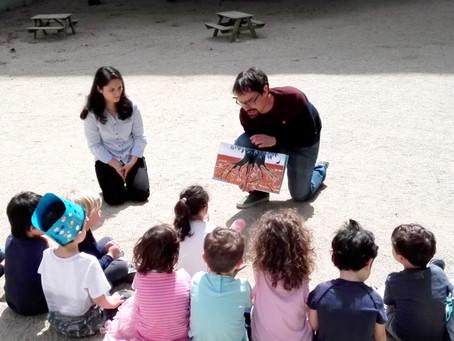 Lectura de contes en família