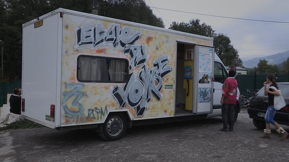 Comme Un OIseau Film documentaire 2015 audrey martenon voyageurs gens du voyage scolarité camion-école bus collège