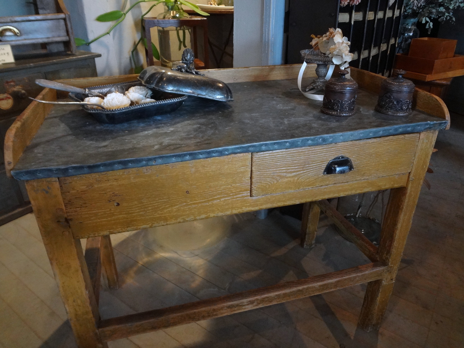 No.024 ショコラティエのワークテーブル