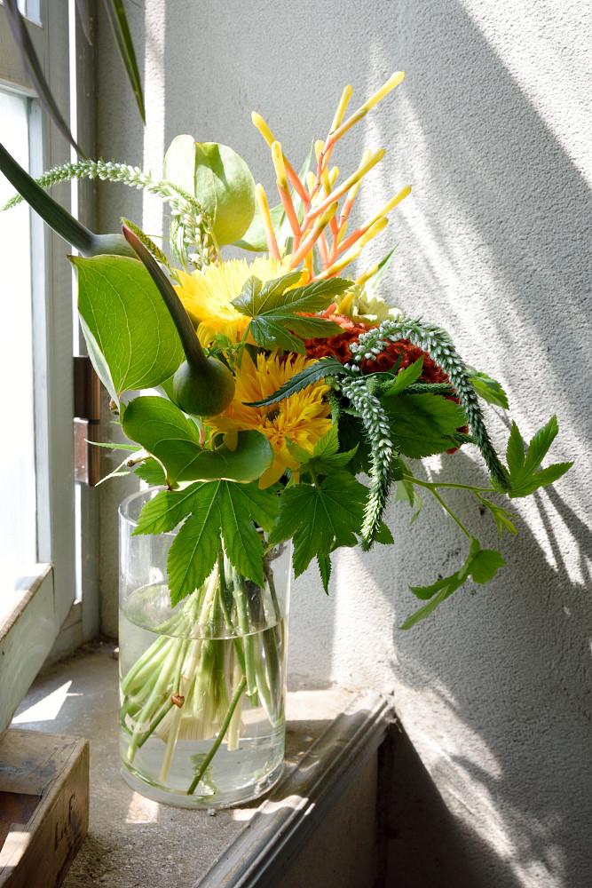 向日葵やケイトウを使ったビタミンカラーブーケ