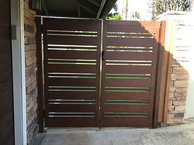 Alternating custom color pedestrian gate by SNJ Supply, Hawaii Knotwood Installer