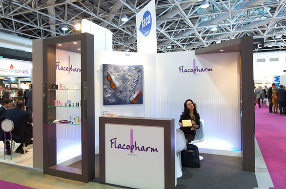 Stand Flacopharm Luxe Pack