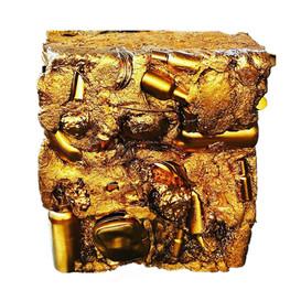 Monolithe doré