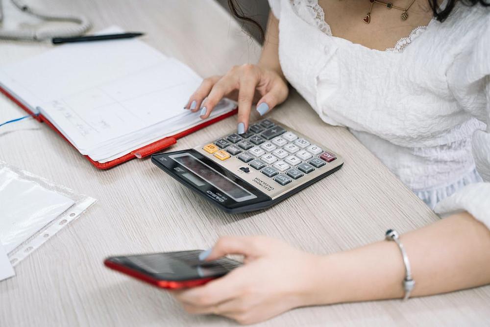 O impacto do controle de contas a pagar e a receber na gestão escolar