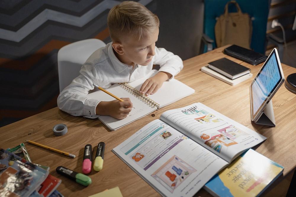 Impactos e desafios da digitalização do setor de educação