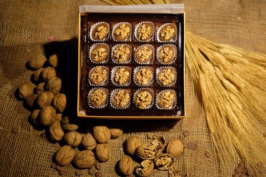 Kutuda Cevizli Yavess Çikolata