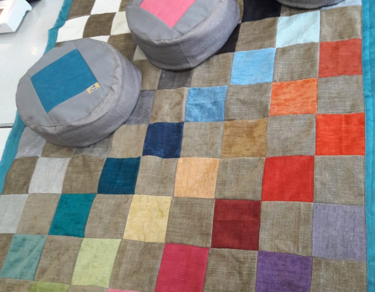 Textil_Kissen und Decken für Pflegekinde