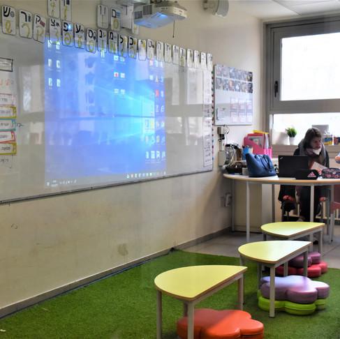 ריהוט כיתות א'-ב' בבית ספרנו