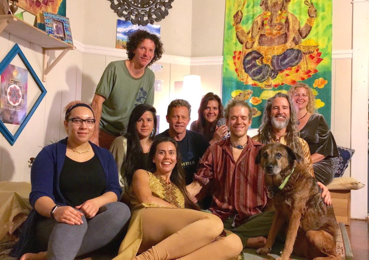 Feel Good Session: Yoga & Kitcahrdi Dinner