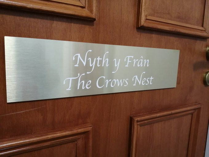 Name plaque of The Crows Nest.