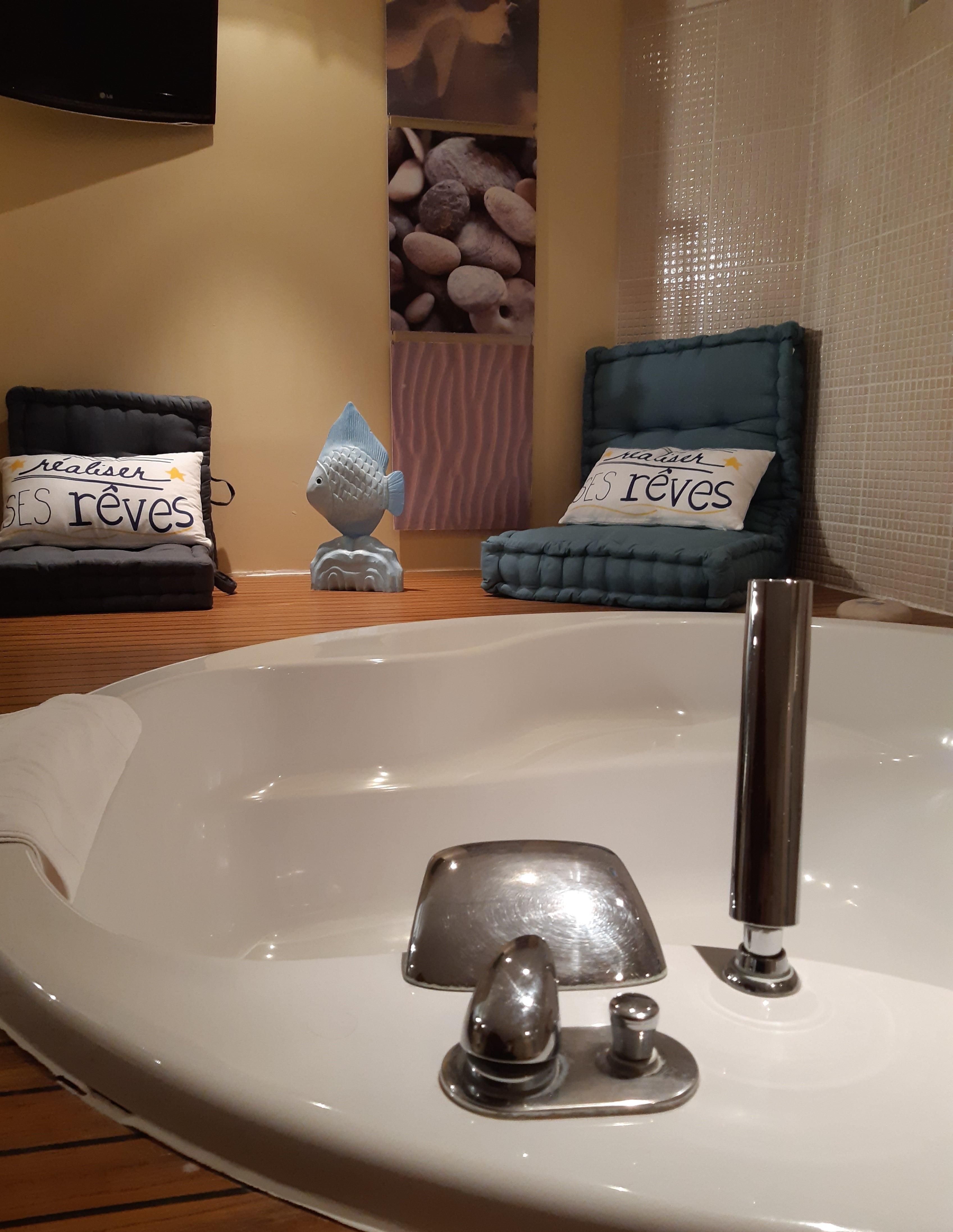salle de bain - chambre la mer-schoebeque