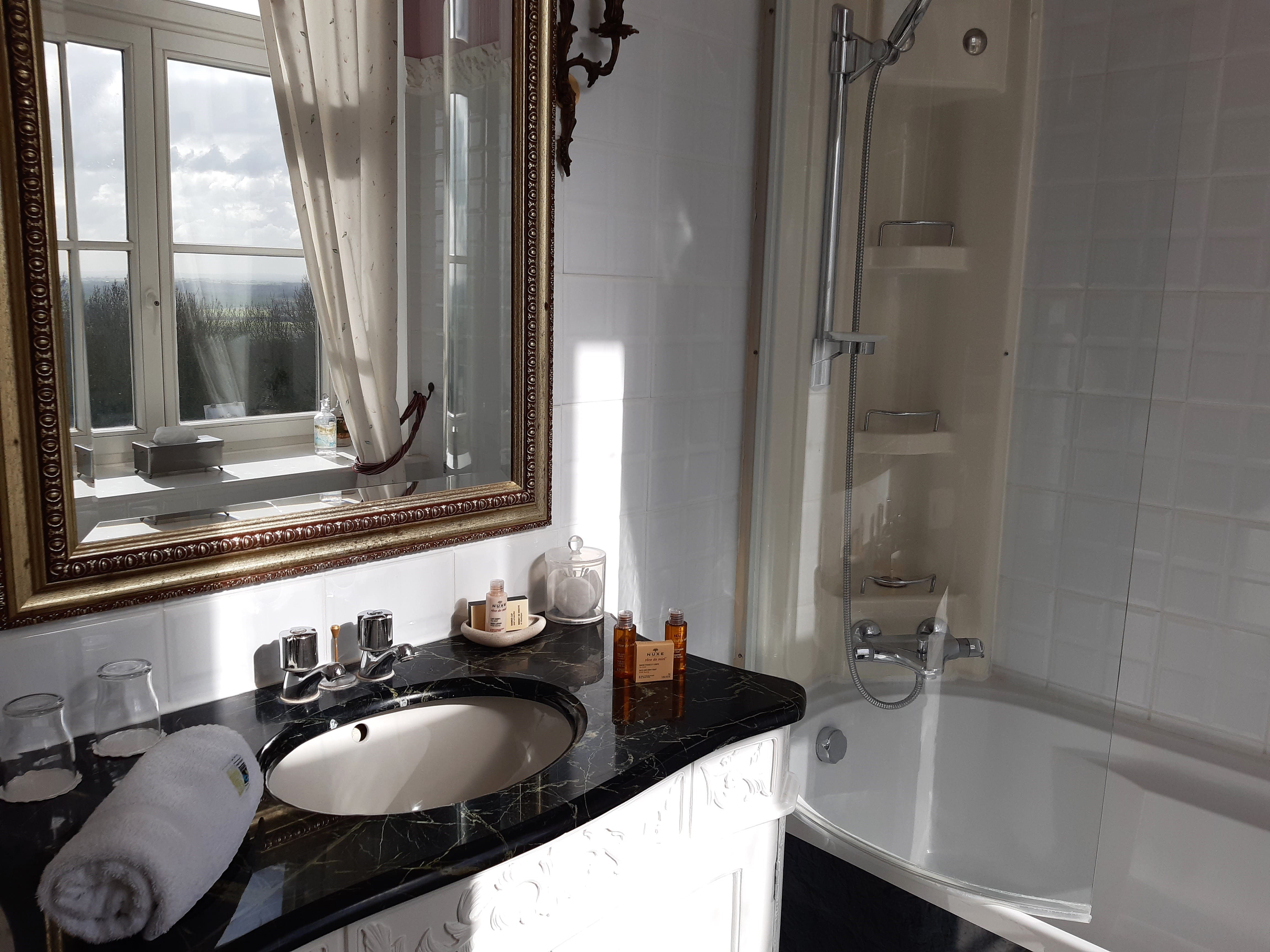 salle de bain-vie en rose-schoebeque-min