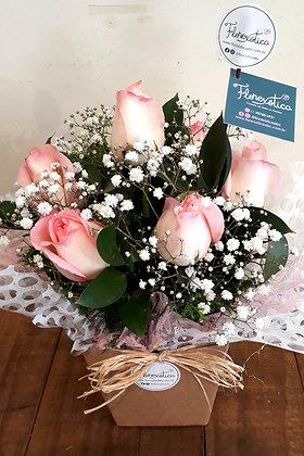 Arranjo de 7 rosas rosadas