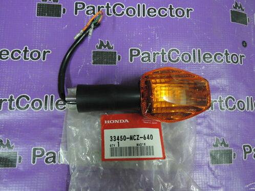 HONDA HORNET CB900 02 - 05 FRONT LEFT WINKER TURN SIGNAL INDICATOR 33450-MCZ-640
