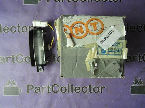PIAGGIO X8 X EVO MP3 125 200 250 300 400 LICENCE PLATE LIGHT BRACKET 584272