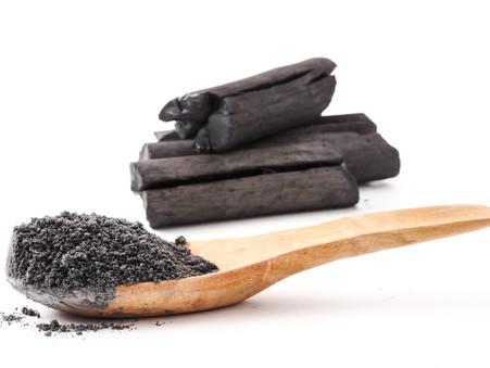 Ingrediënt in de kijker: Actieve kool (charcoal) en 7 redenen om het in jouw leven toe te laten!