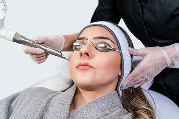 Beauty laser technician performing a cos