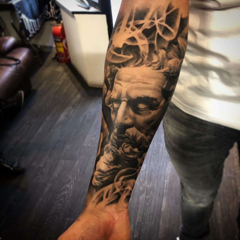 tatouage toulouse dieu grec zeus tattoo