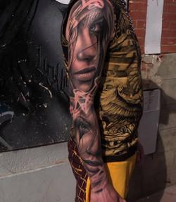 tatouage portrait réaliste toulouse réalisme tattoo bras homme chicanos tatouage mexicain