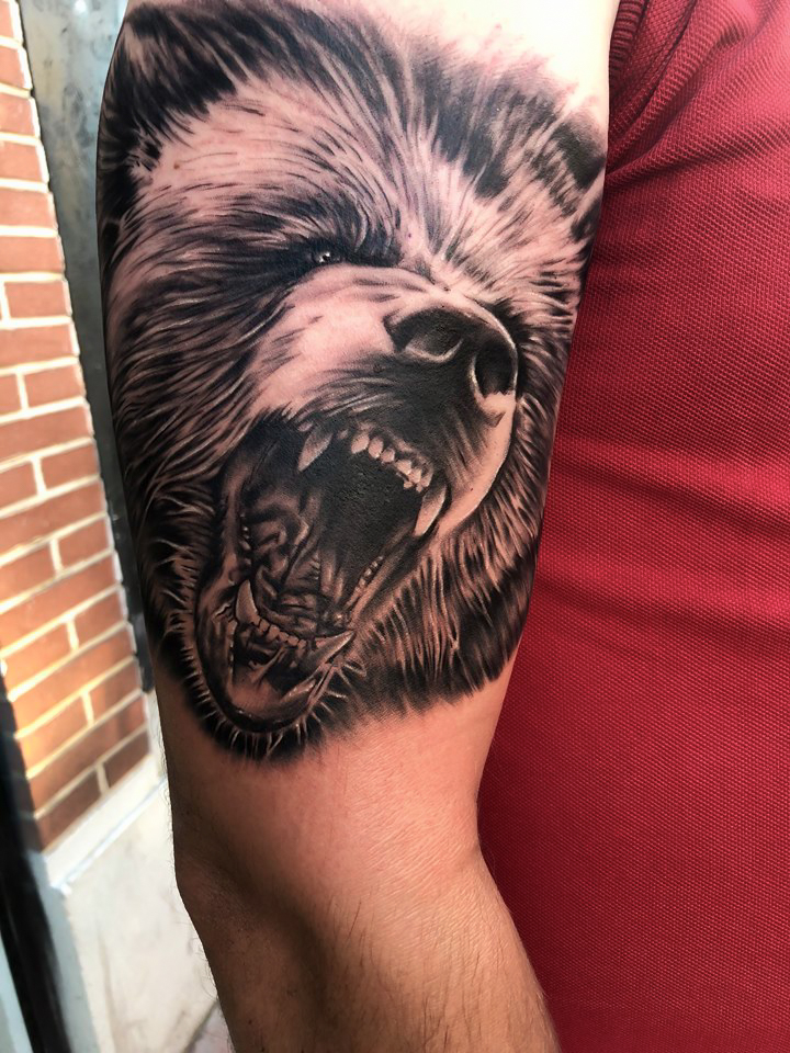 tattoo realiste toulouse grizzli