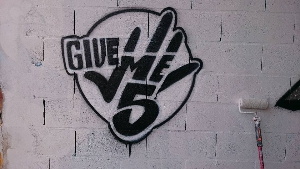 give me five toulouse graffiti