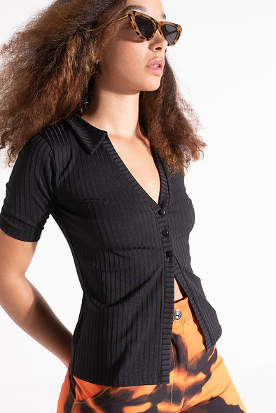 Button through top with collar in rib