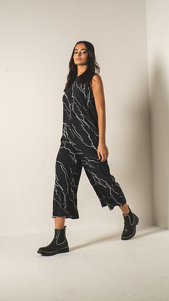 Relaxed wide leg jumpsuit in lightening print