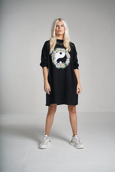 Long sleeve t-shirt dress with yin yang logo