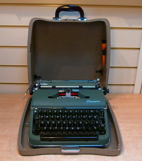 Olympia SM3 De Luxe Portable (1954)