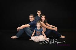 famille portrait fond noir