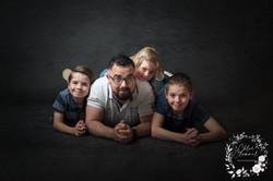 portrait famille studio fond noir ardennes