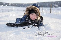 enfant dans la neige meuse