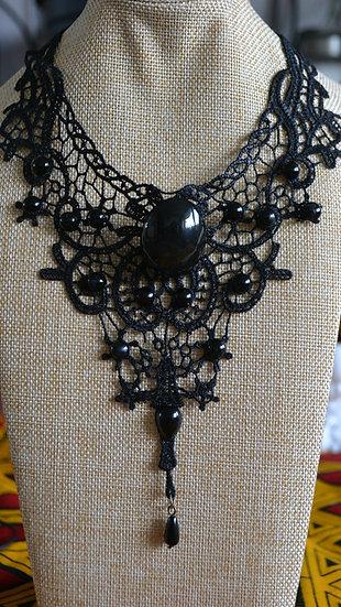 Ras de cou avec obsidienne